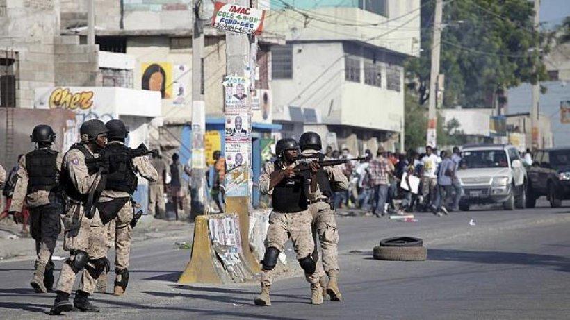 gewalt nach vorwahl brennende reifen und festnahmen auf haiti politik nachrichten ausland. Black Bedroom Furniture Sets. Home Design Ideas