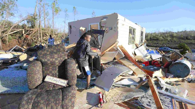 tornados zerst ren h user in den usa aus aller welt hamburger abendblatt. Black Bedroom Furniture Sets. Home Design Ideas